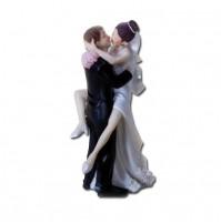 Poročna figura - ženin in nevesta - poljub