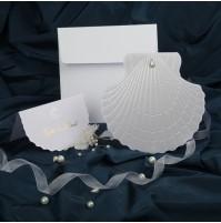 Vabilo - bela školjka z perlico